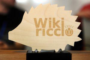 Statuetta in legno raffigurante un WikiRiccio